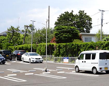 駐車場20台完備のため、遠くから車でお越しになる方にも便利